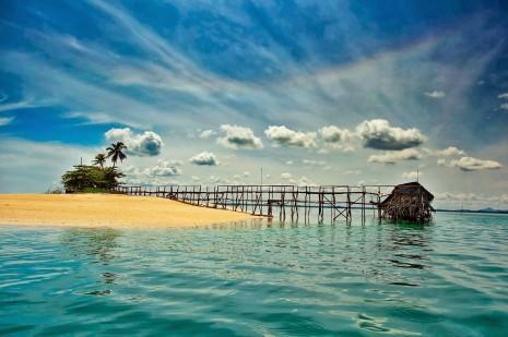 isla-mar-azul-con-arenas-blancas-en-la-playa-beach