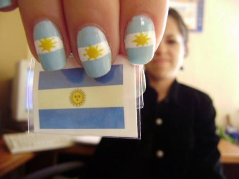 unas-con-la-bandera-de-argentina