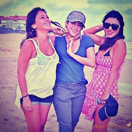 21795_shakira-daniella-semaan-y-antonella-roccuzzo-amistad-en-la-playa