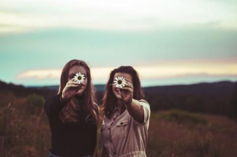 Mejores Imágenes Tumblr Con Frases De Amigas Parejas